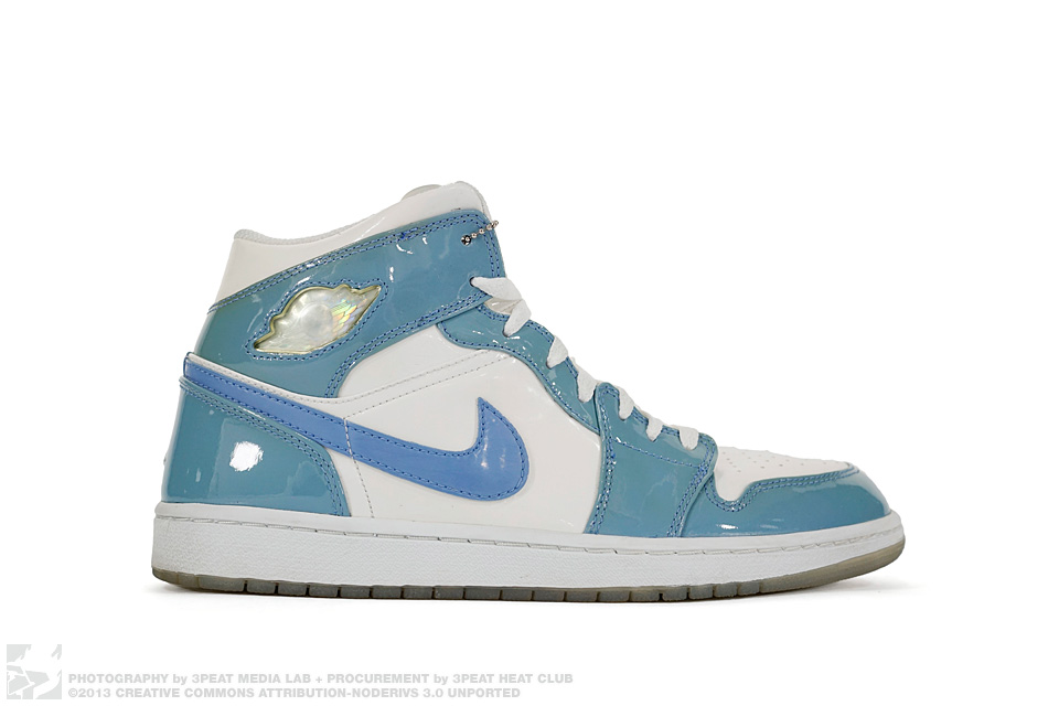 "Air Jordan 1 Retro ""University Blue"", main photo"