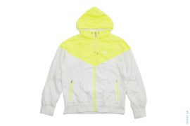 Mesh lined Windbreaker Jacket by Nike