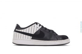 Santa Cruise NY Edition Low Top Sneakers by Nike